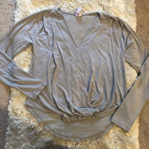Alys size Small gray long sleeved top with detail